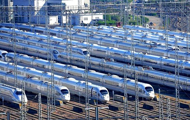 上海动车段虹桥动车运用所内列车整装待发