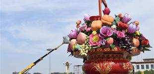 天安门广场巨型花篮基本布置完毕
