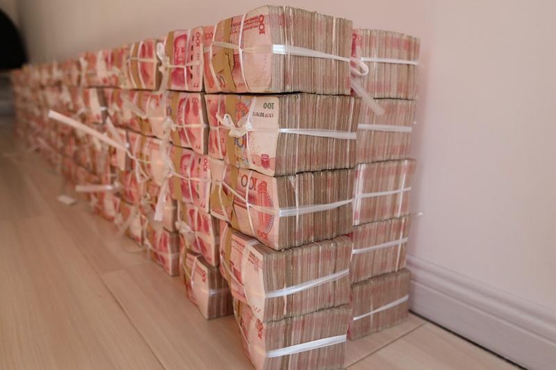 图为涉案现金。沈阳市公安局供图