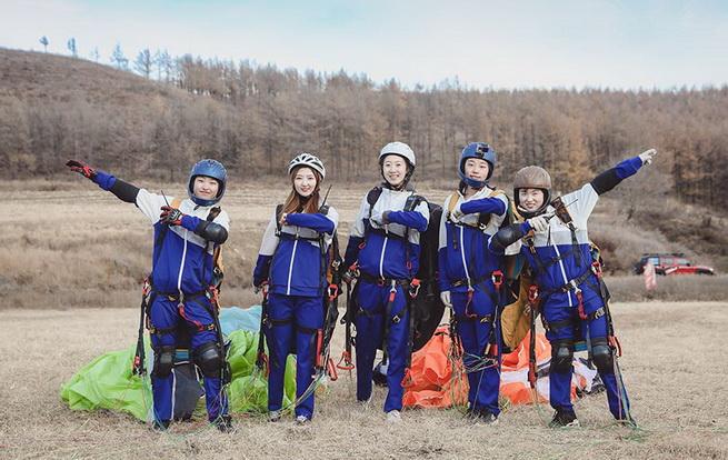 东北首支女大学生滑翔伞队实现完美首飞