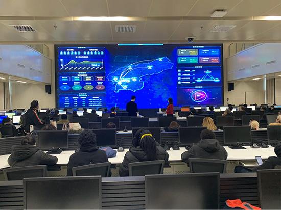 """""""一带一路""""国家新闻官员与媒体人员感受锦州智慧城市建设"""
